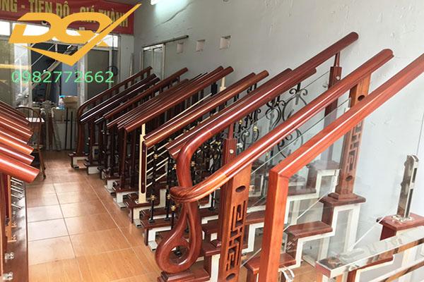 Mẫu trụ cầu thang inox kính đẹp - 6