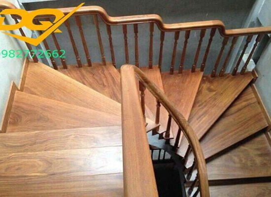 Những lưu ý khi thiết kế cầu thang gỗ tự nhiên lim nam phi