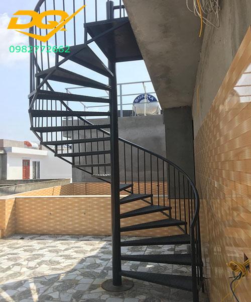 Cầu thang xoắn ốc bằng sắt inox và những nguyên tắc trong thiết kế