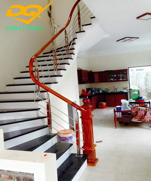 Nên để cầu thang bên trái hay bên phải ngôi nhà