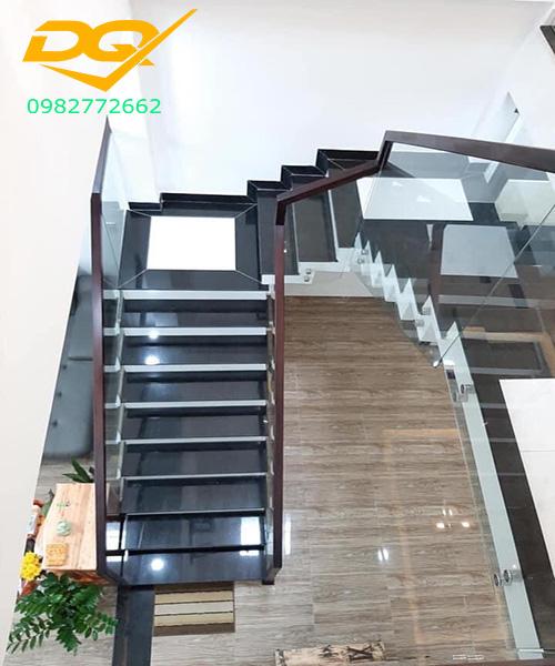 1001 Mẫu cầu thang kính tay vịn gỗ đẹp hiện đại