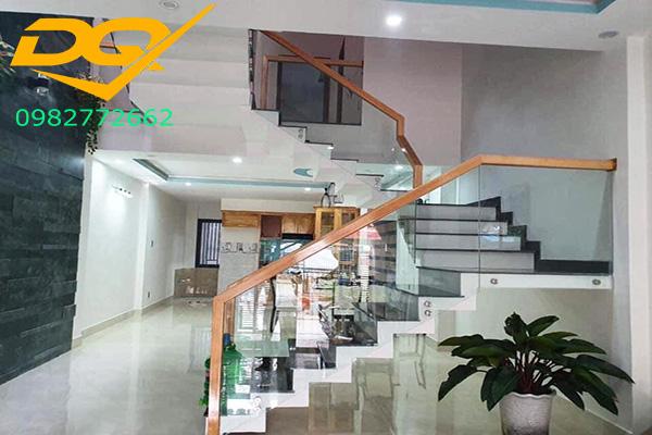 Top 5 ý tưởng trang trí gầm cầu thang phòng khách